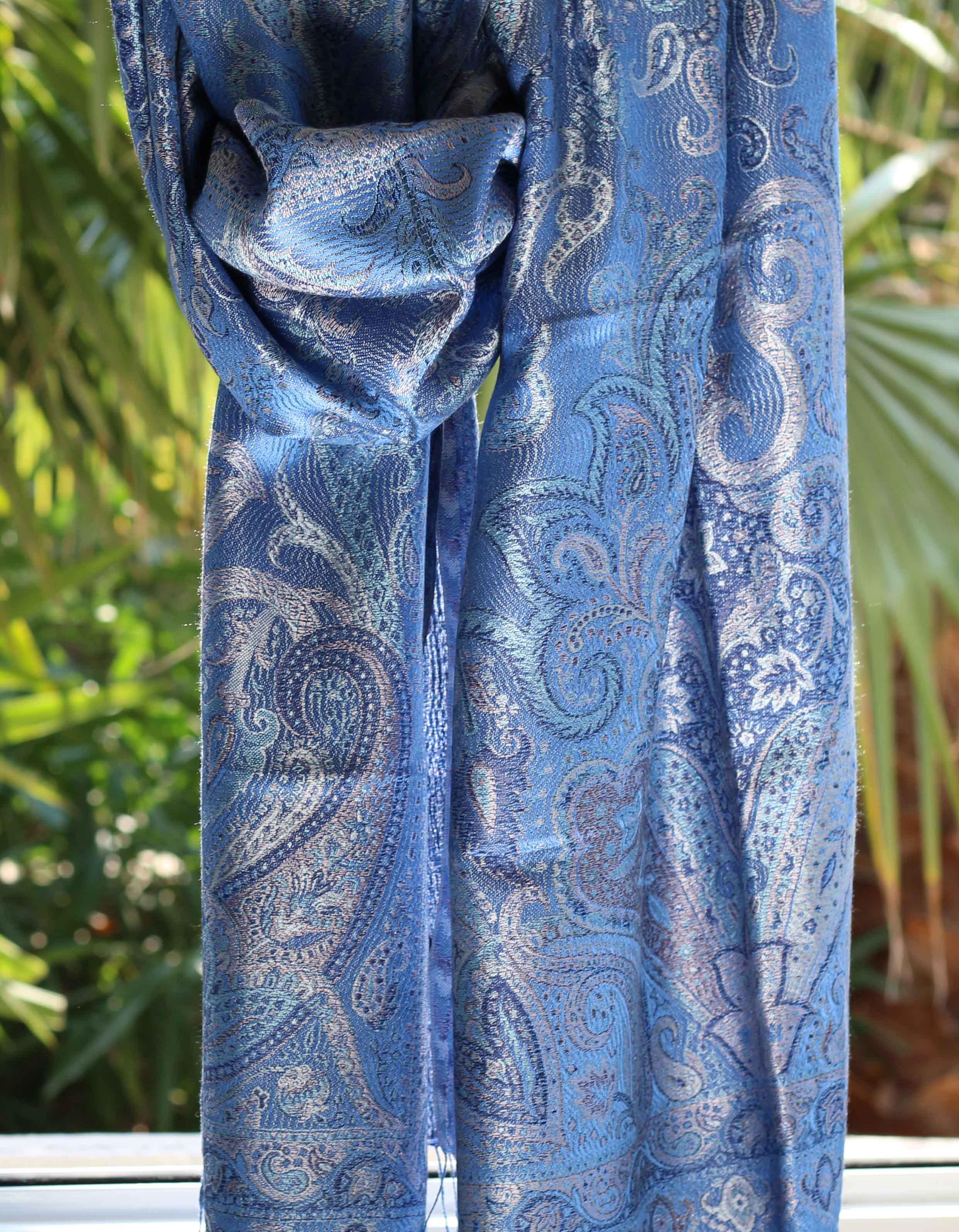 9497b3821e32 Étole en soie bleu indigo - Sajani