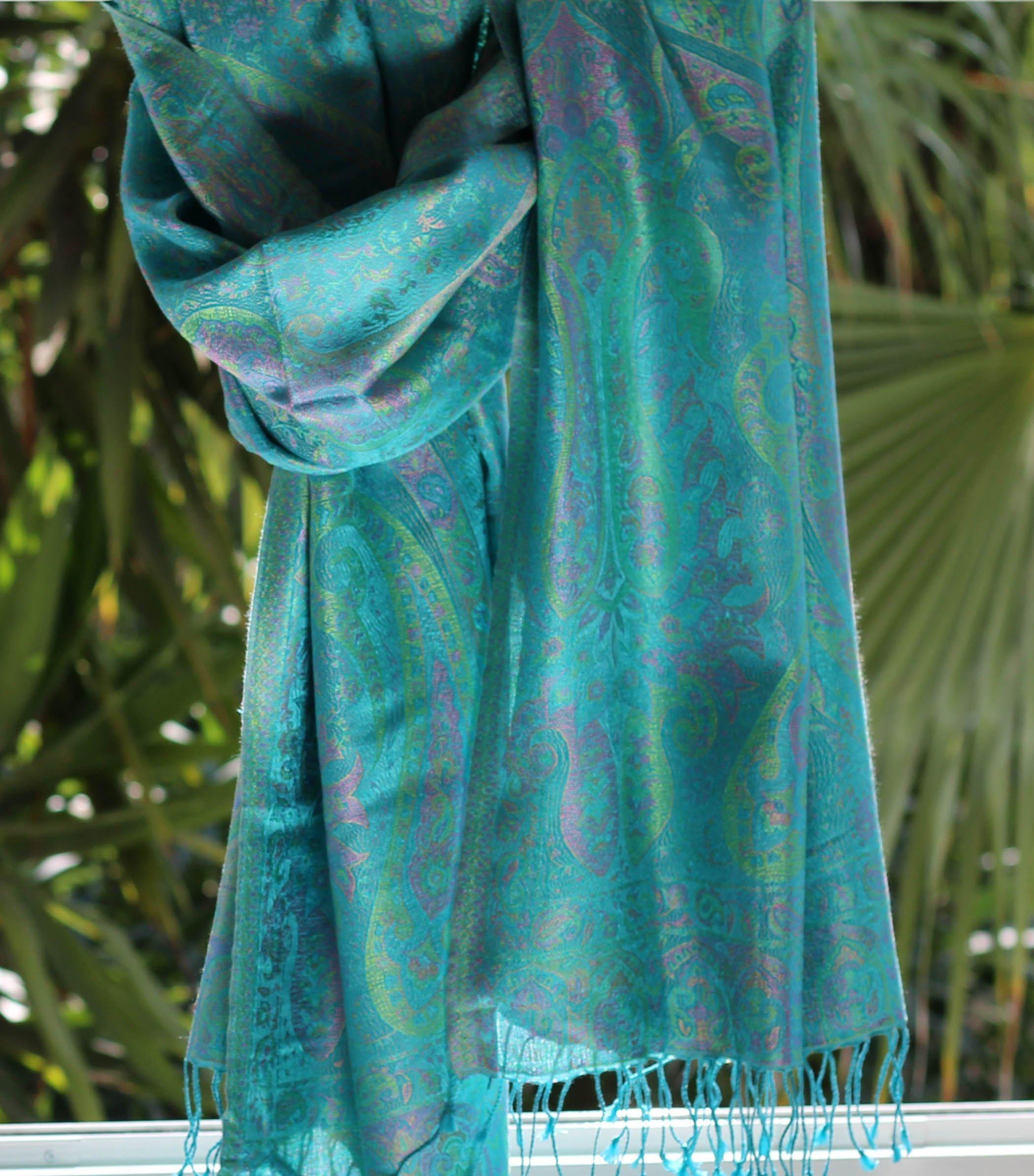 b2fc8e835e53 Étole en soie turquoise - Sajani