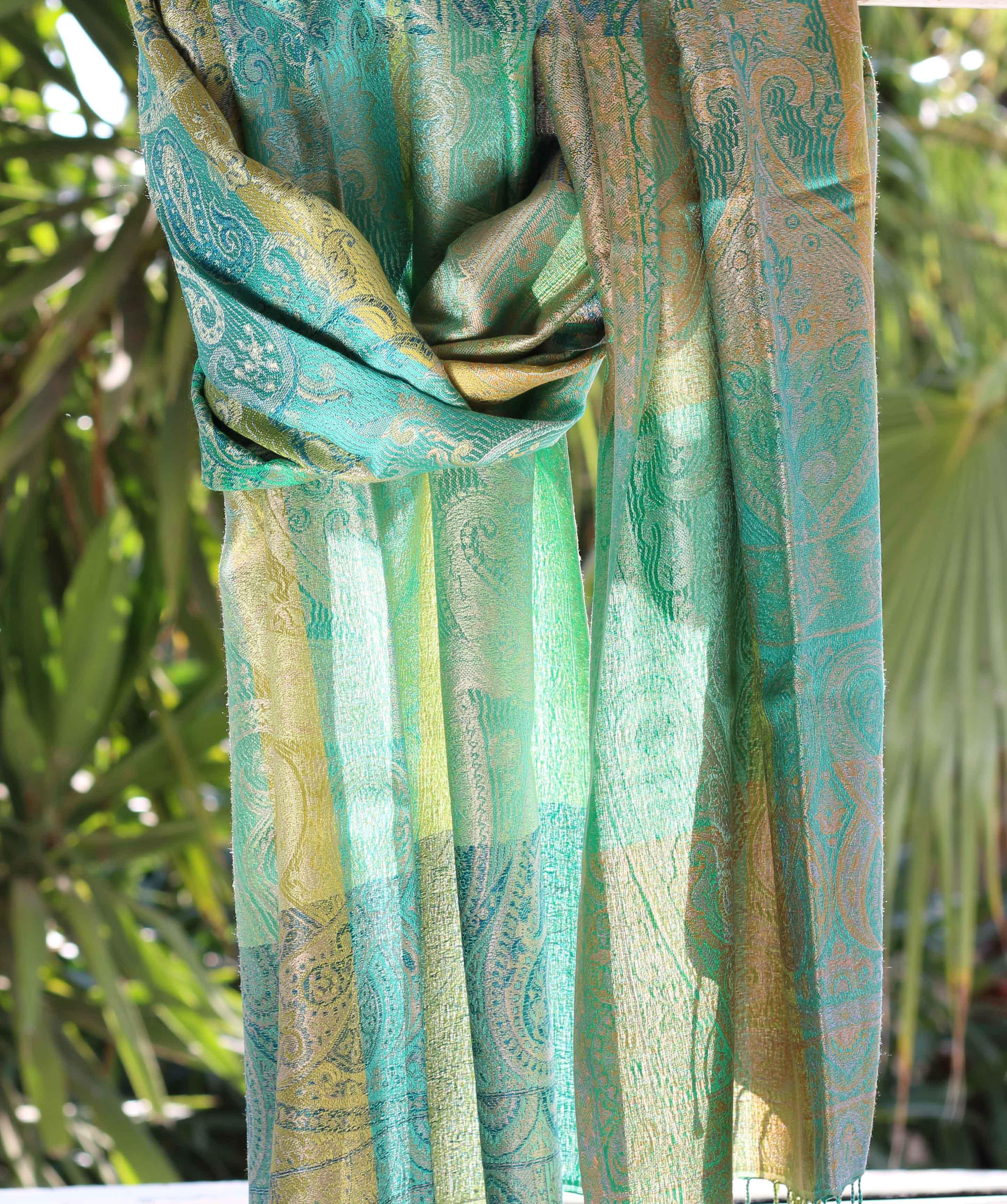 92d44966590e Étole en soie camaïeu de verts - Sajani