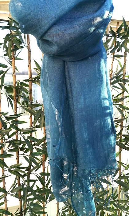 80ccfd60fa7b Étole en soie et laine bleue - Sajani